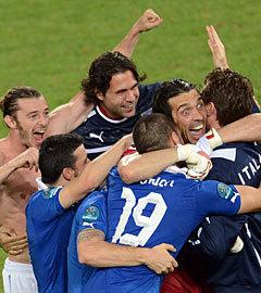 Сборная Италии в матче со сборной Ирландии. Фото  (c)AFP
