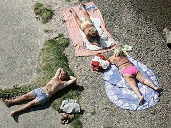 Пляж на берегу Днепра. Фото Reuters