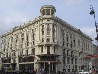 """Отель """"Бристоль"""" в Варшаве. Фото пользователя Diego Delso с сайта wikipedia.org"""