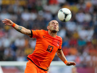 Весли Снейдер в матче против датчан. Фото Reuters