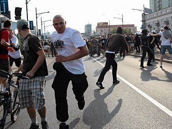 Участники беспорядков в Варшаве. Фото с сайта <a href=http://www.gazeta.pl/0,0.html target=_blank>gazeta.pl</a>