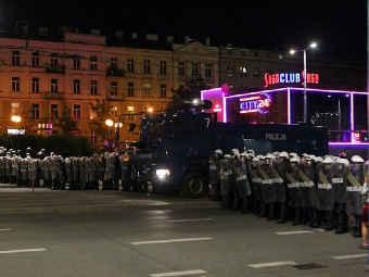 Полицейское оцепление в Варшаве. Фото <a href=&quot;http://www.gazeta.pl/0,0.html&quot; target=&quot;_blank&quot;>Gazeta.pl</a>