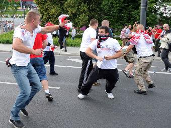 Польские болельщики на улицах Варшавы 12 июня. Фото РИА Новости