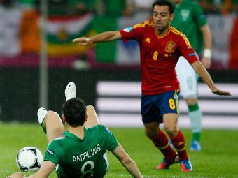 Хави в матче против Ирландии. Фото Reuters