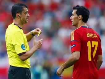 Виктор Кашшаи в матче Испания - Италия. Фото Reuters