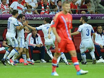 Сборная Греции празднует гол в ворота сборной России. Фото (c)AFP