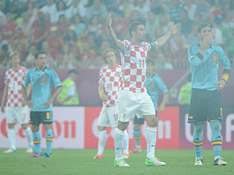 Эпизод матча Испания - Хорватия. Фото (c)AFP