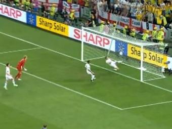 Незасчитанный гол Марко Девича в матче с Англией. Кадр видеоролика с сайта YouTube