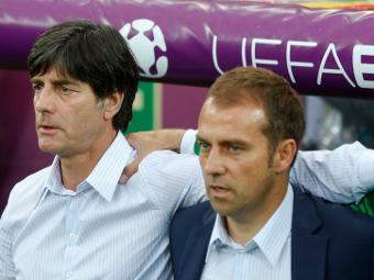 Тренер сборной Германии Йоахим Лев и Оливер Бирхофф. Фото Reuters