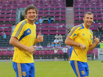 Евгений Селезнев (слева) и Андрей Шевченко на тренировке сборной Украины. Фото РИА Новости, Виталий Белоусов