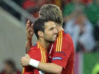 Сеск Фабрегас (слева) и Фернандо Торрес. Фото (c)AFP