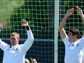 Лукаш Подольски (слева) и Марио Гомес. Фото (c)AFP