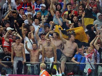 Российские фанаты на мачте с Польшей. Фото РИА Новости, Владимир Песня